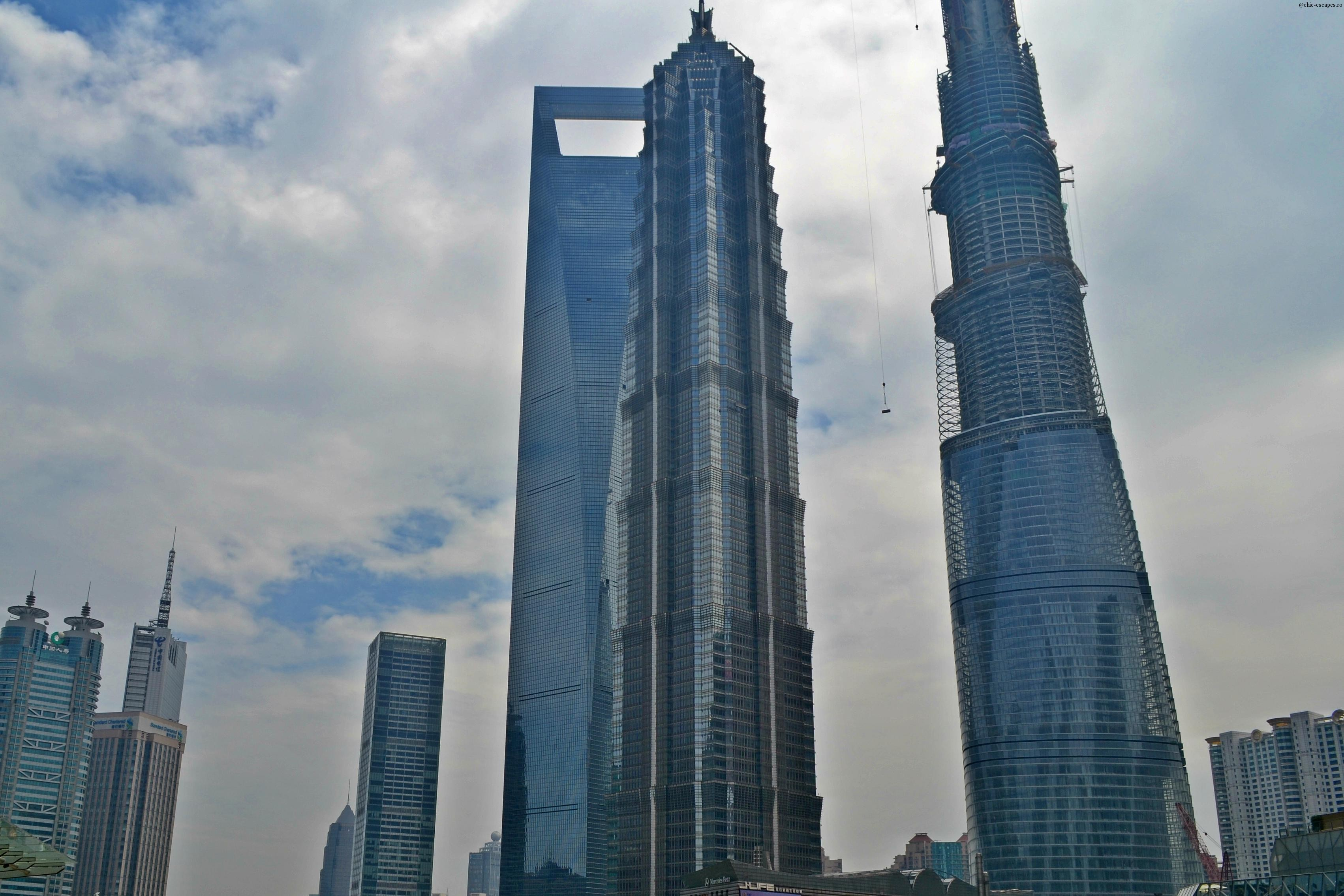 In imagine, SWFC ( Shanghai World Financial Centre), Jin Mao tower si Shanghai Tower, inca in contructie.