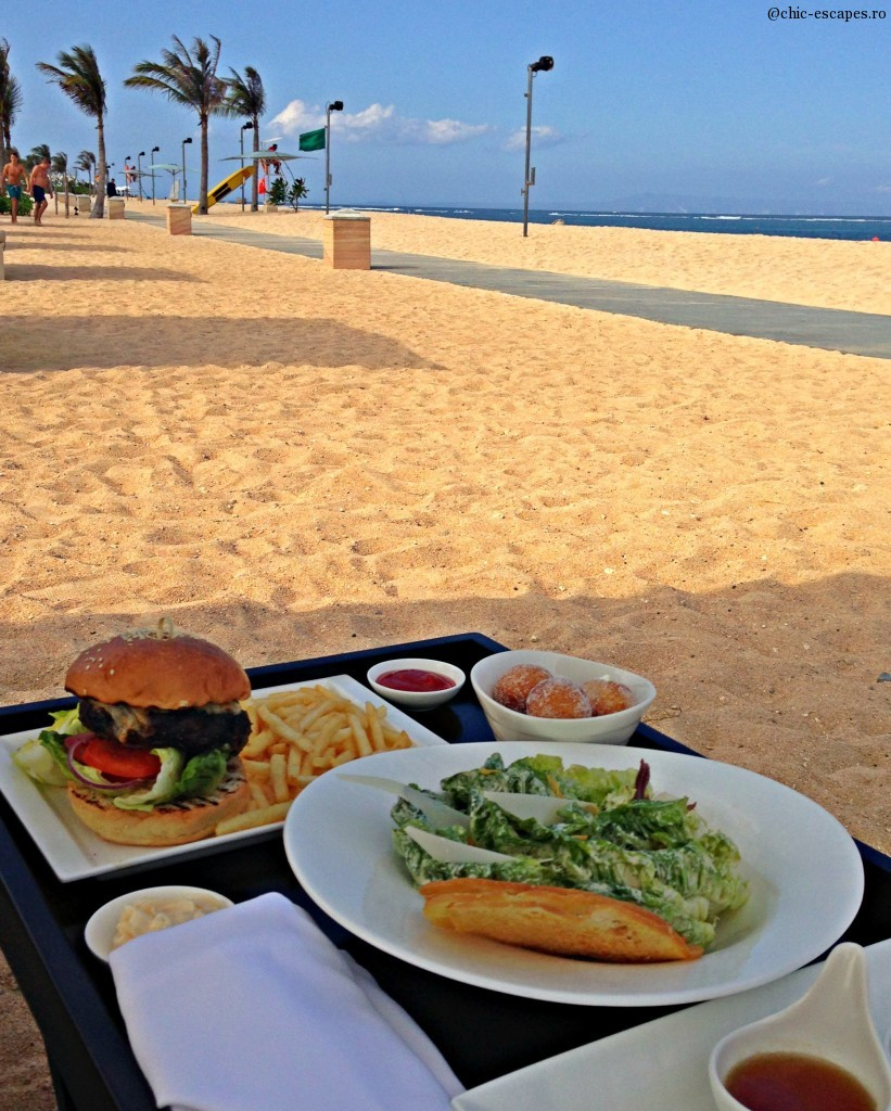 Nusa Dua beach moment and food!